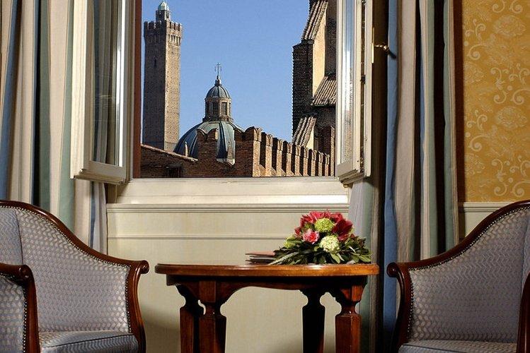 Außen  art hotel orologio bologna
