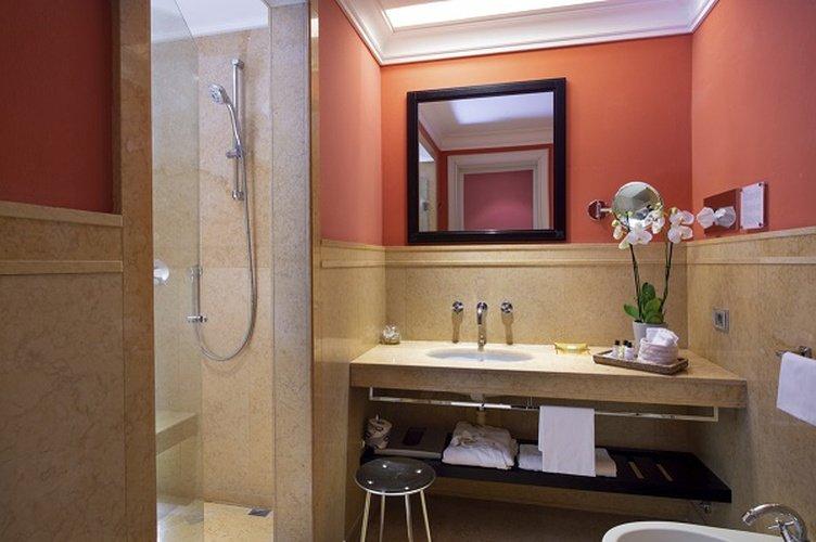 Bad  art hotel novecento bologna, italia