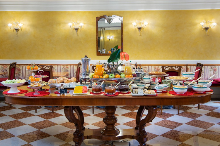 Frühstücksbüffet  art hotel orologio bologna
