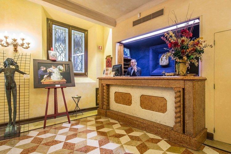 Rezeption  art hotel commercianti bologna
