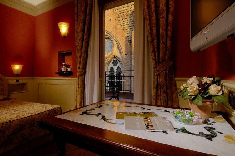 Deluxe double room art hotel commercianti bologna