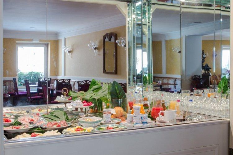 Buffet  art hotel orologio bologna