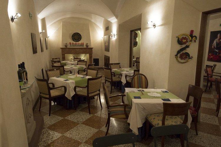 Buffet restaurant  art hotel commercianti bologna